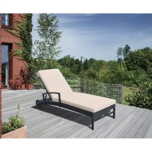 Vida Outdoor Wicker Lounge Chair