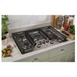 """Ge(r) 30"""" Built-In Gas Cooktop With 5 Burners And Dishwasher Safe Grates"""