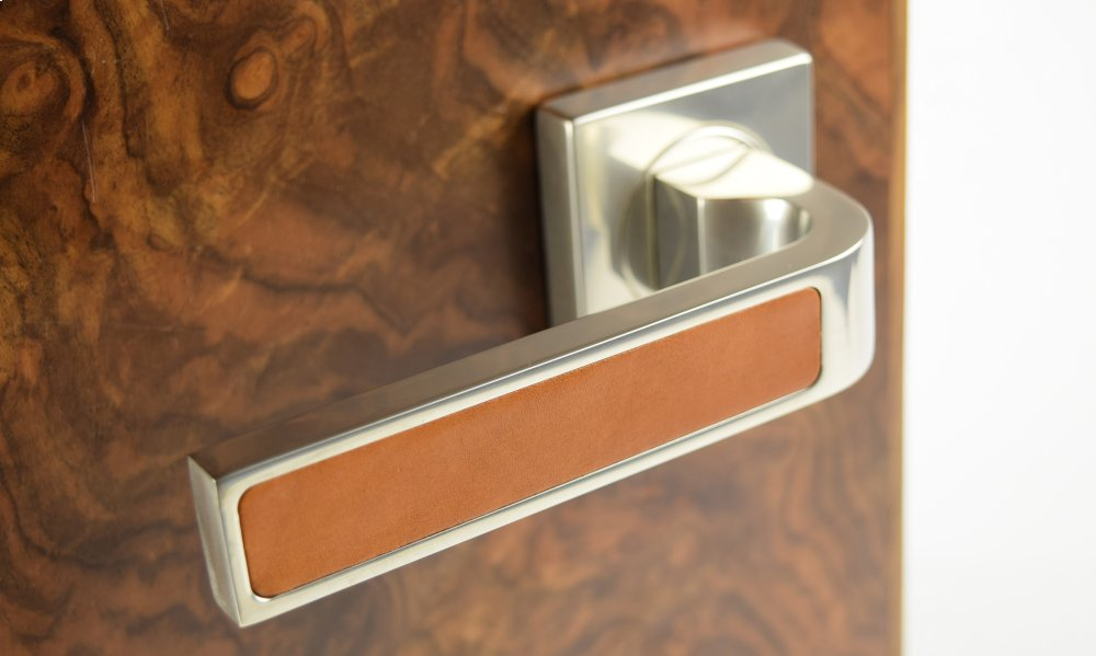 Additional Ski Recess Leather In Tan And Satin Nickel