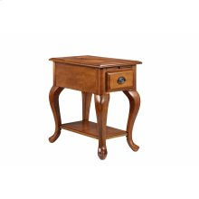 Shenandoah Chairside Table With Usb / Electrical Outlets In Honey Oak