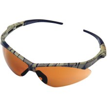 These protective glasses feature a modern design with a camo-pattern frame.