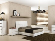 The Pisa Queen High Gloss White Lacquer W Stainless Steel Bed