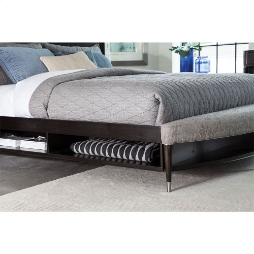 BROYHILL 4257-250-253-460 Vibe Radius Bench With Cubby Storage Queen Panel Bed