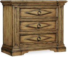 Auberose Three-Drawer Bachelors Chest