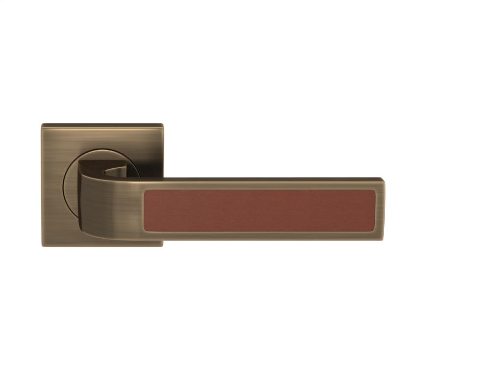 Ski Recess Leather In Chestnut And Fine Antique Brass