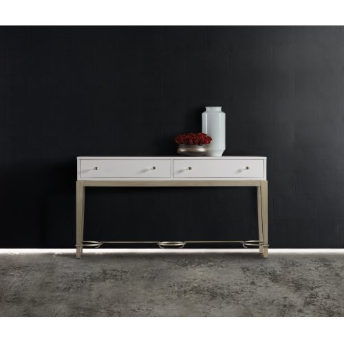 Living Room Melange Lady in White Console