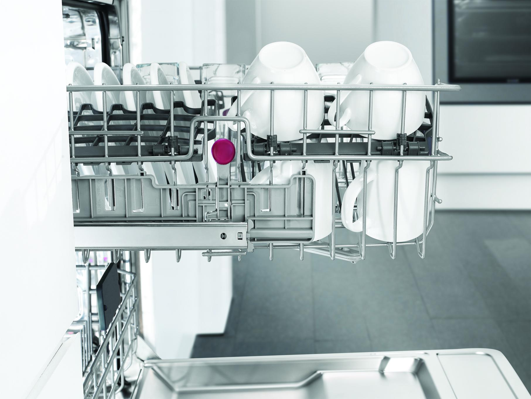 Blomberg-DWT25502-Dishwasher-Interior