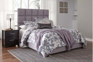 Dolante II Queen Upholstered Bed