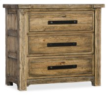 Bedroom Roslyn County Three-Drawer Nightstand
