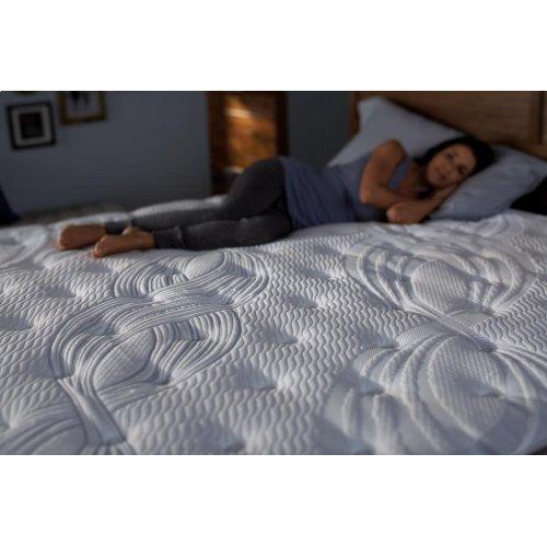 Perfect Sleeper - Elite - Delevan - Super Pillow Top - Plush - Queen