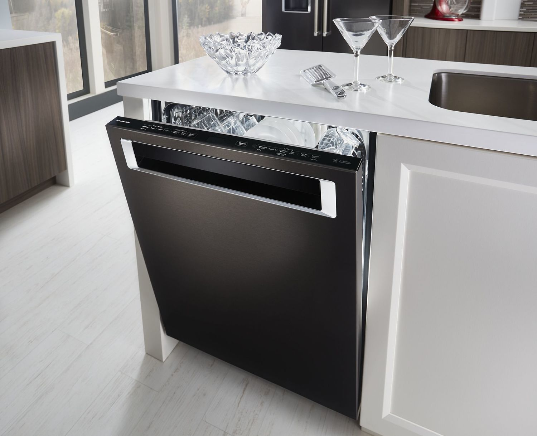39 DBA Dishwasher with Fan-Enabled ProDry System and PrintShield Finish, Pocket Handle Black Stainless Steel with PrintShield™ Finish Photo #4
