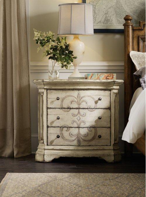Bedroom Auberose Three-Drawer Nightstand
