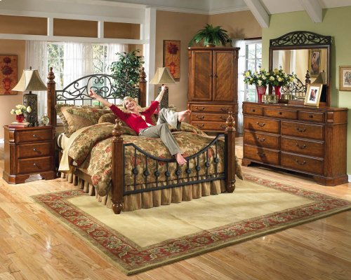 Wyatt - Reddish Brown 2 Piece Bedroom Set