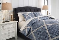 Queen Comforter Set Product Image