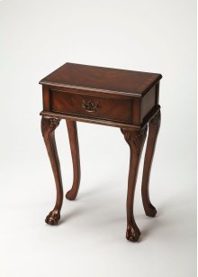 This traditional Plantation Cherry console table has all the components of a vintage table: carved ball and claw feet, matched wood veneers, antique brass finished hardware and a well put-together look. A single drawer is a convenient place for keys and o