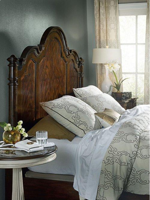 Bedroom Leesburg Queen Poster Bed