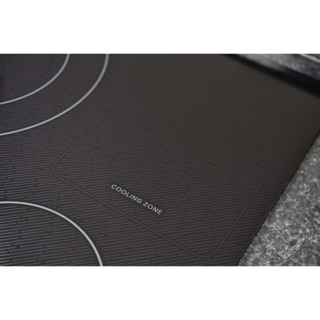 30 in. Width Induction Cooktop, European Black Mirror Finish Made with Premium SCHOTT® Glass Photo #5