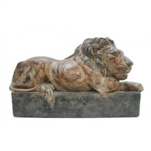 Arms Crossed Lion Statue