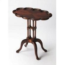 This traditional oval accent table is a gorgeous addition paired at the end of a sofa or beside a chair. Carefully crafted from select hardwood solids, wood products and resin components, it features a matched cherry veneer top and a rich Plantation Cherr