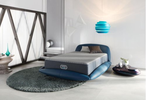BeautyRest - Silver Hybrid - Madeline Island - Tight Top - Plush - Queen- Floor Sample