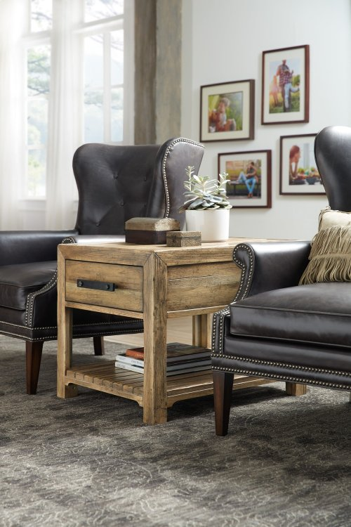 Living Room Roslyn County End Table