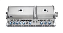 Napoleon's Built-in Prestige PRO™825 with raer and internal infrared burners.