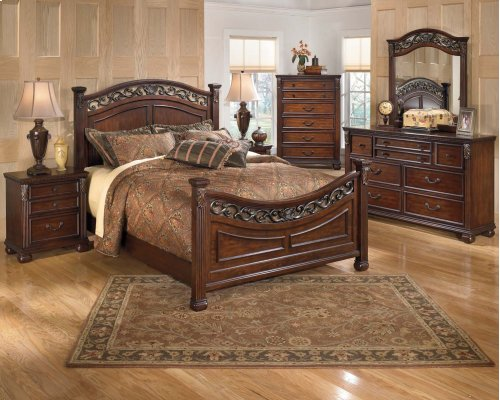 Queen Leahlyn Bed w/Rails