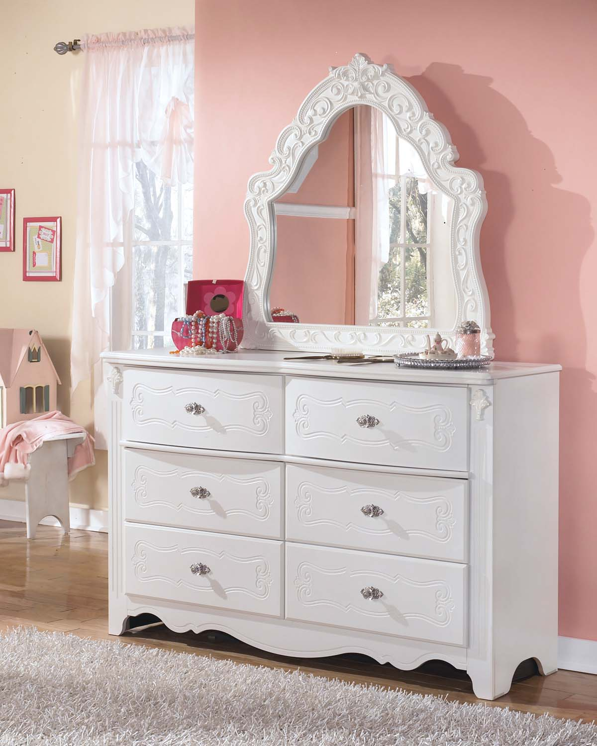 White furniture - an exquisite piece of furniture 66