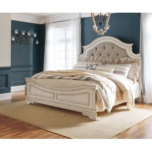 Ashley Furniture Realyn - Chipped White 3 Piece Bed Set (King)