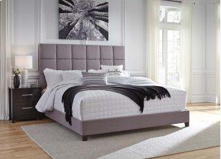 Dolante II King Upholstered Bed
