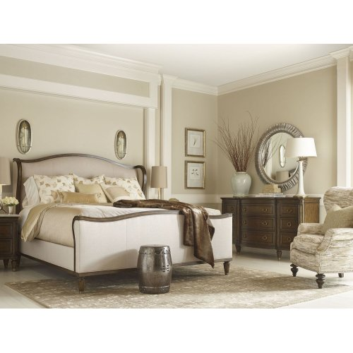 Wellington Upholstered Bed (Queen)