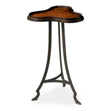 This attractive accent tables proves that good things do come in small packages. Its shapely solid metal frame supports a clover-shaped metal top with an olive ash burl veneer inset in a rich honey finish.