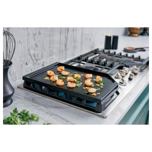 Extra-large griddle means more cooking with less cookware