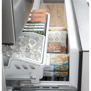 Even your refrigerator is clutter free