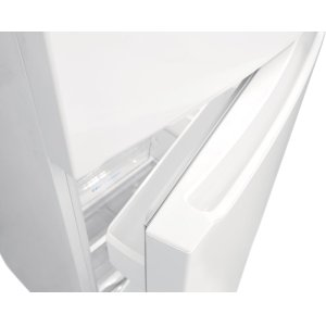 Humidity-Controlled Crisper Drawers With Roller Support