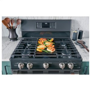 Extra-large griddle sets the stage for your culinary skills