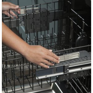 Easy touch adjustable upper rack with 2 Stem Safe shelves