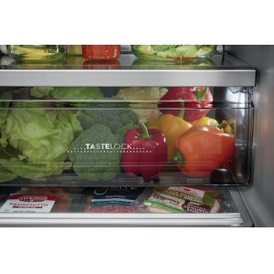 TasteLock(TM) Crisper Drawers with Auto-Humidity Control