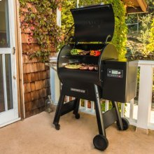 Ironwood Series 650 Pellet Grill