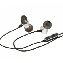 Eye-catching style, ear-pleasing sound in Black