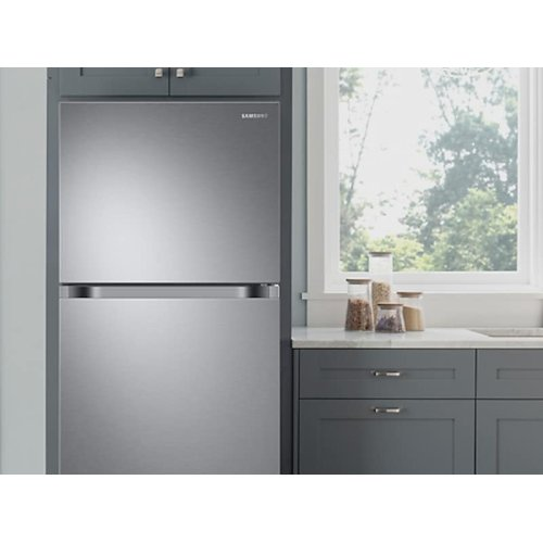 18 cu. ft. Top Freezer Refrigerator with FlexZone and Ice Maker in Stainless Steel