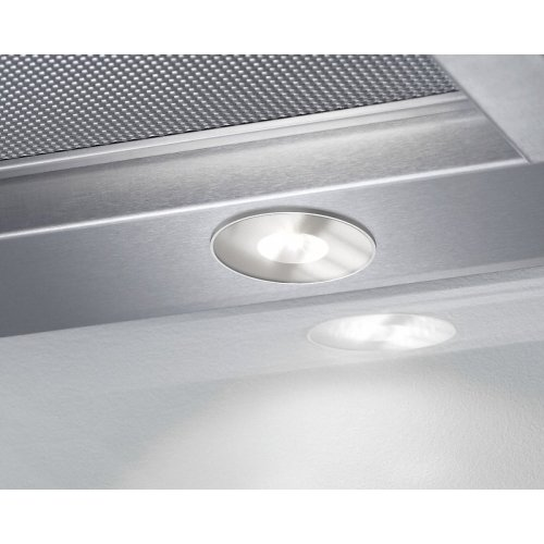 DA 3698 Built-in ventilation hood with motorized pull-out canopy for maximum convenience.