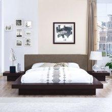 Freja 3 Piece Queen Fabric Bedroom Set in Cappuccino Brown