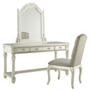 Cassimore - Pearl Silver 3 Piece Bedroom Set Product Image