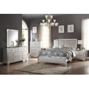 VOEVIIIE II PLATINUM QUEEN BED Product Image
