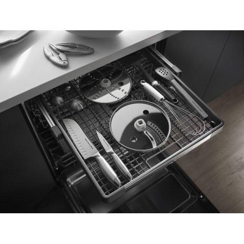 44 dBA Dishwasher with Dynamic Wash Arms White