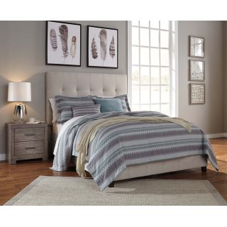 Dolante III Queen Upholstered Bed